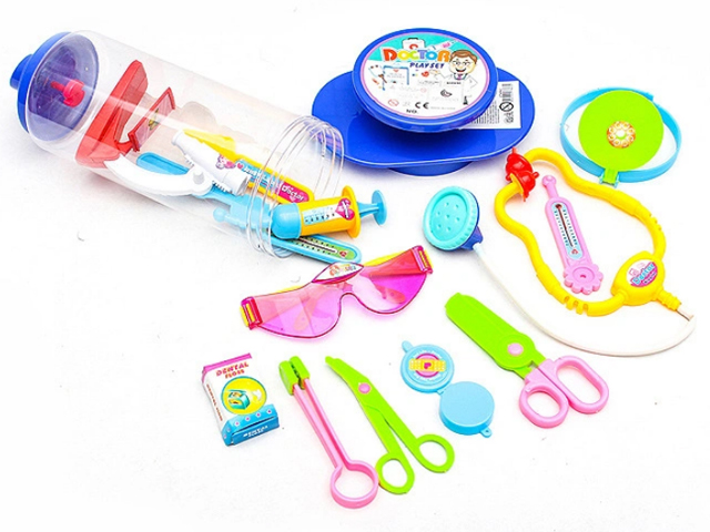 """Игровой набор """"Играем в больницу"""" 15 предметов, в шприце"""