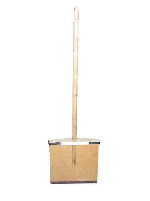 Лопата фанерная 380х380 мм с черенком